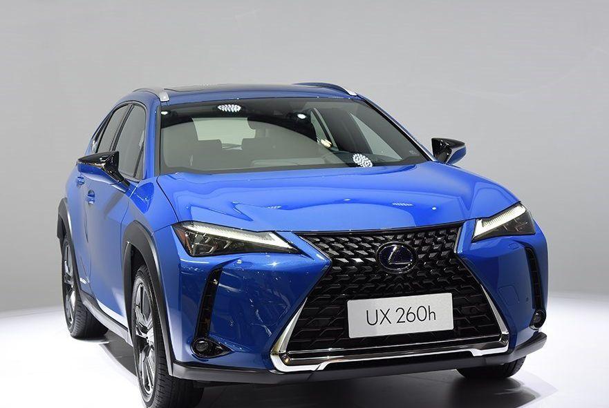雷克萨斯UX:车身比例很协调,营造很好的驾驶氛围