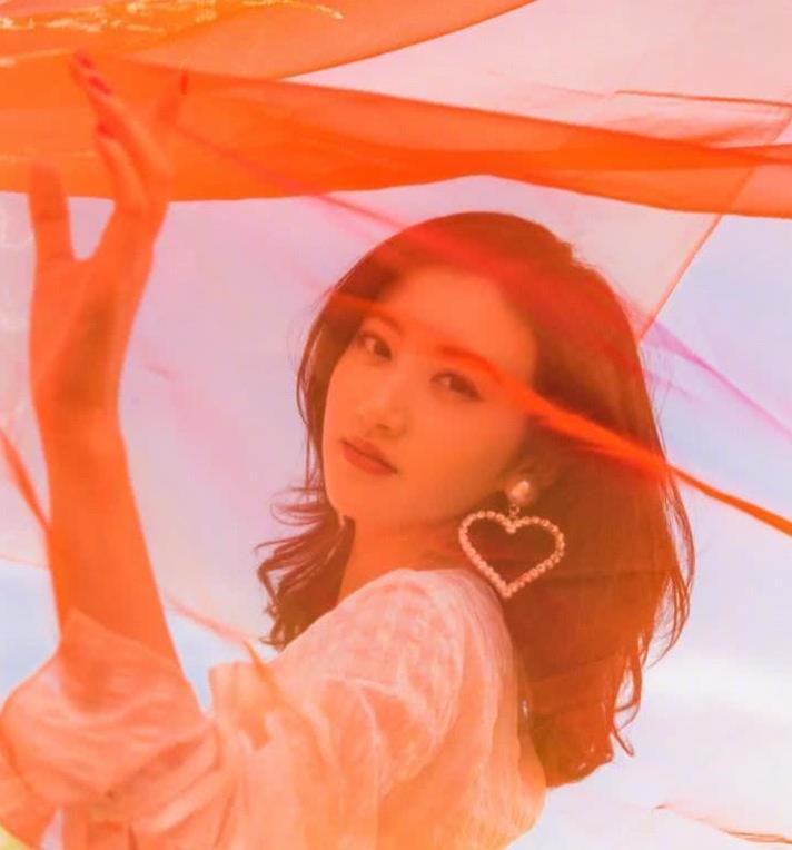 景甜分手后感觉更漂亮了,小甜甜敦煌沙漠舞动红纱白裙风情万种