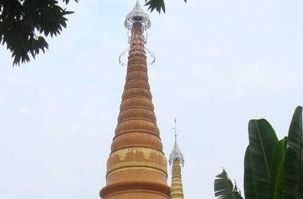 德宏瑞丽姐勒佛塔——据说该塔是德宏最古老的广姆之一