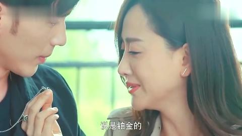 两人终于相认了深情拥吻这画面太美了