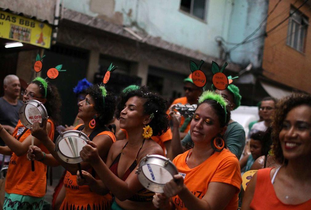 实拍巴西圣保罗狂欢节,表演者动感豪放,场面热闹非凡!