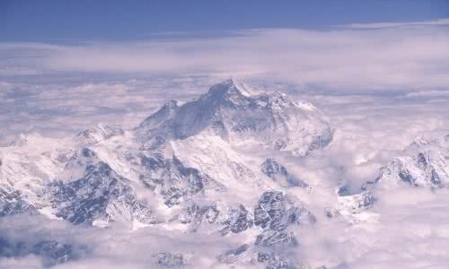 """珠峰在""""变味"""",登山者每年在珠峰留下12吨屎,已影响山下水源"""