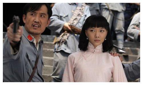抗战剧为何如此多神剧,看了王珞丹李彩桦的演技你就知道了