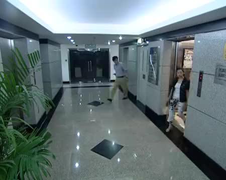 夏东海在电梯口找人,谁料被保安当骗子,夏东海有口说不清!