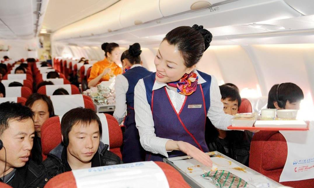 为何坐飞机不管航程长短、不管是否饭点时间,总有飞机餐吃?