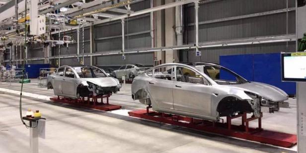 特斯拉上海工厂再曝内部图:已有Model3车身下线