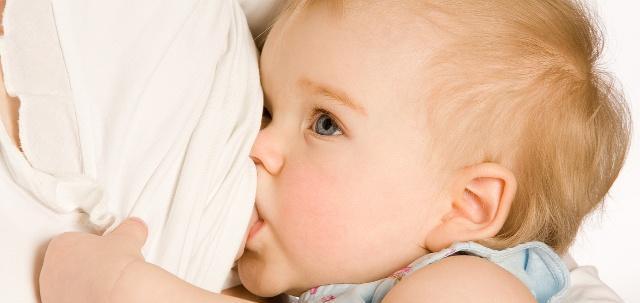 若宝宝在吃奶时,有这几个表现,或许是过度喂养了,妈妈别忽视