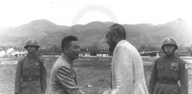 蒋介石会见马步芳,互相介绍儿子,马步芳的介绍让蒋介石愣住了