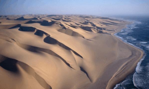 """考古学家沙漠下挖出500年前的""""水管"""",却发现里面装的不是水"""