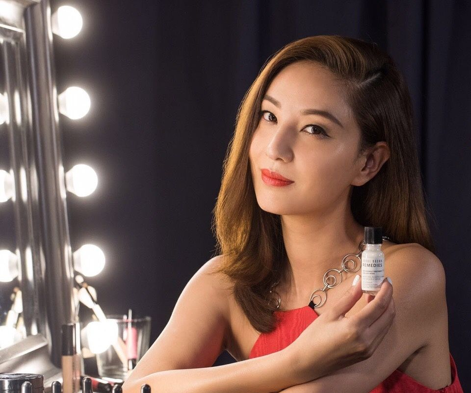 外形够漂亮,模样够新鲜的郑希怡,蕴含着令人陶醉的魅力!