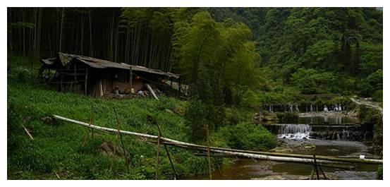 四川荥经县,因两条河水而得名,又因荥经砂器闻名海内外