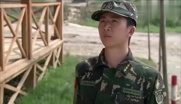 女兵瞧到教官的臂章,明白以后日子不好过