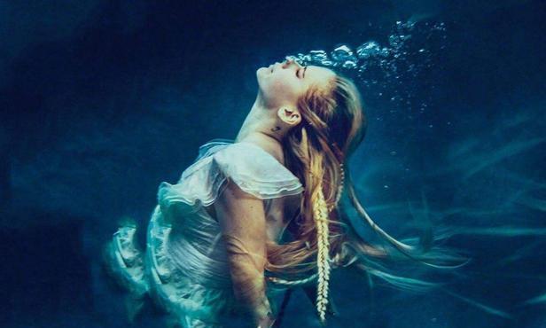 """摇滚小魔女艾薇儿""""去世""""后涅槃所有打不倒我的终将使我更强大"""