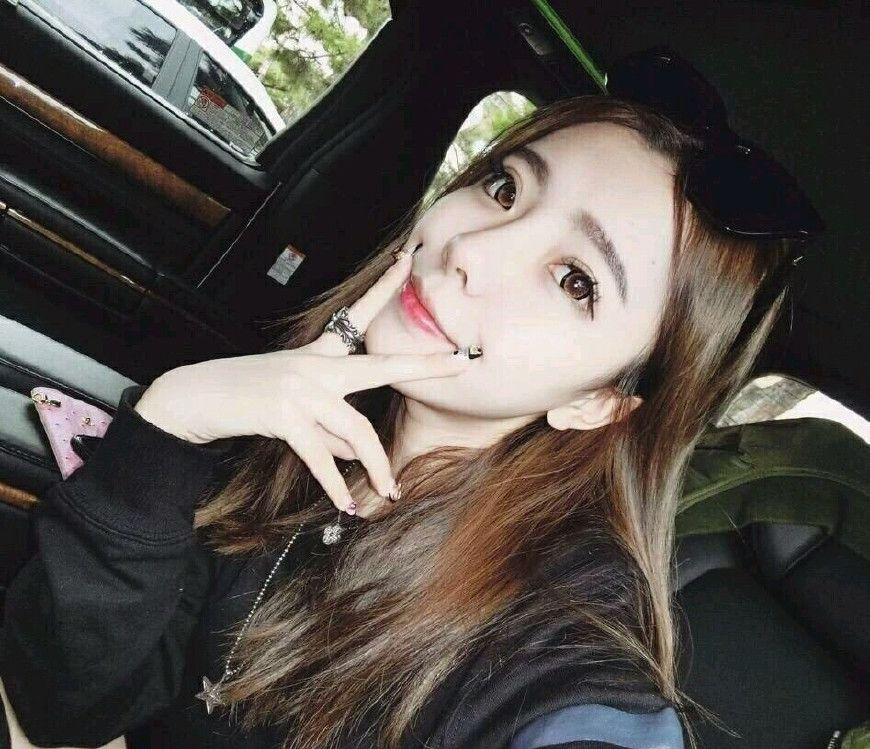 长春艺术实验中学的美女校花张乃馨,身高162cm,爱好唱歌跳舞