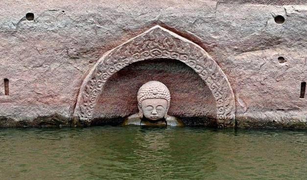 洪门水库水位下降之后,惊现600年历史佛像,来历成谜,令人不解