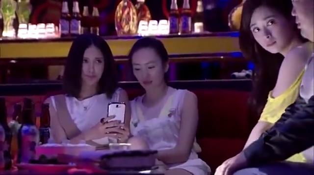 新闺蜜时代:王媛假扮酒吧小天使引诱胖子,结果胖子吓的尿裤子了