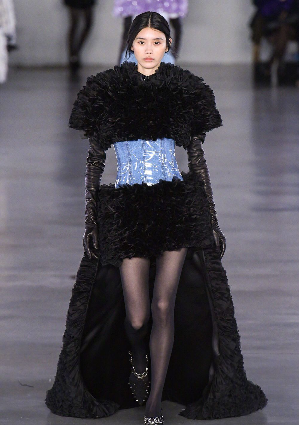 黑丝也可以穿得高级,奚梦瑶、辛芷蕾、崔雪莉、孔孝真教你穿黑丝