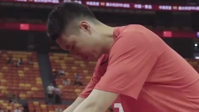 回顾中国篮球巨星王治郅娶大3岁二婚女强人如今生活让人感慨