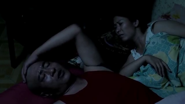 乡村爱情:赵四半夜拍自己光头,媳妇都吓个半死,真搞笑