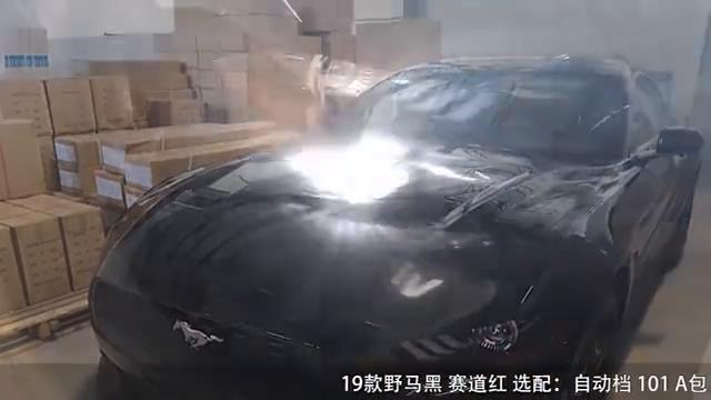 19款福特野马跑车视频黑色稳重赛道红色个性十足