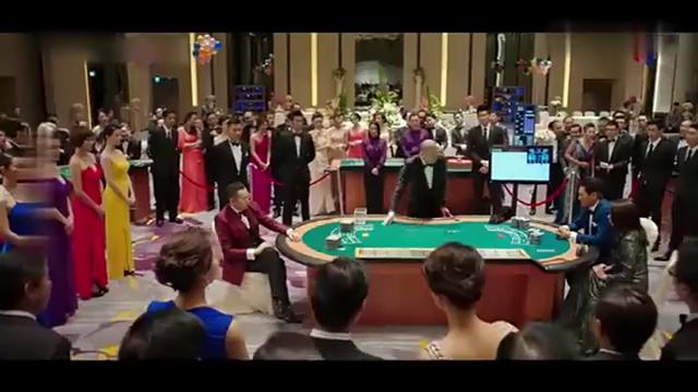 《澳门风云》:赌神发哥玩百家乐竟然输了,原来他会变牌