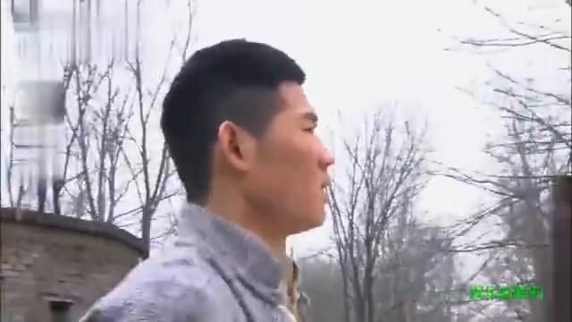 嘎子硬闯日本军营,门卫看不住,此时少佐竟出来了
