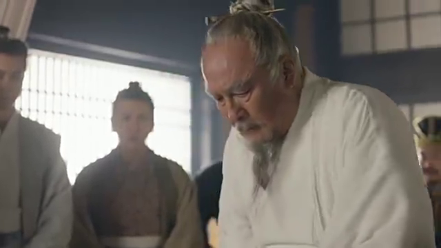 华佗要给曹操开刀,曹操:想要我项上人头的,可不止你一个哟
