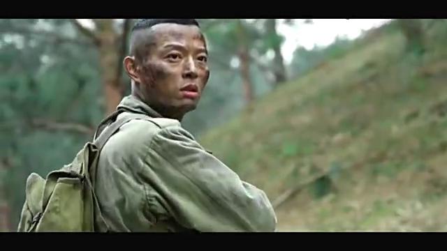 小伙丛林中踩到地雷,直接选择放弃,战友都佩服他