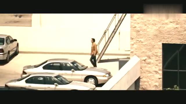 一部科幻冒险动作片,放风小伙想报信,被武装直升机打爆,精彩