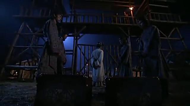 张良半夜来找项羽军中,找到了项伯,送给他几箱的金银财宝