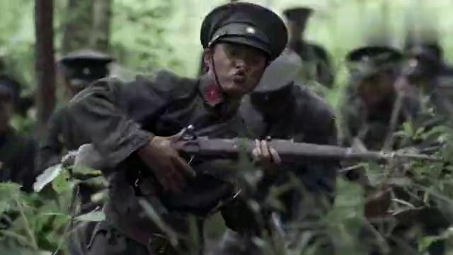 伟大的转折38:女队长在战场上受伤,跟战士之间的互动让人看懵了