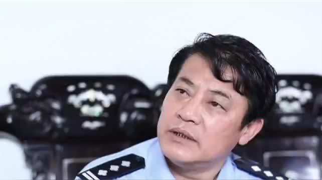 警察调查分析案情,张强不想配合警察调擦,警察耐心询问