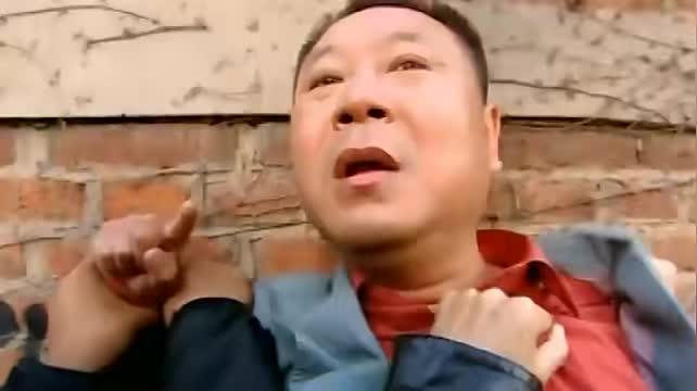 彪哥被人围殴打得眼睛都肿了防止尴尬只能化装成黑眼圈变熊猫