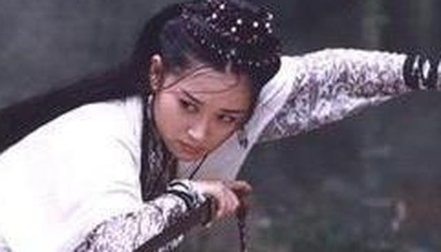 她是《笑傲江湖》最美尼姑仪琳小师妹,大家却喊不出她的名字?