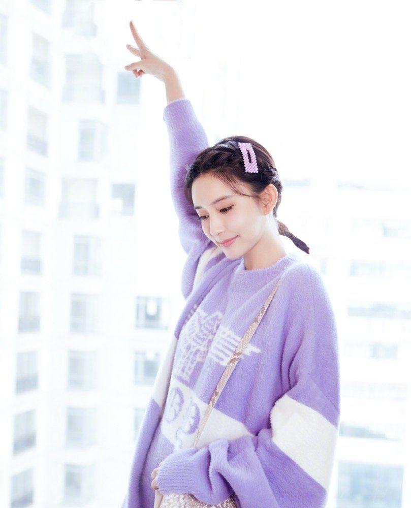 孟子义初冬休闲时尚写真,无论微黄淡紫,色彩都很搭