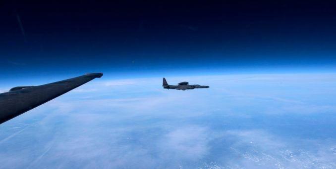 一架U-2从高空拍摄另一架U-2的照片非常疯狂和罕见