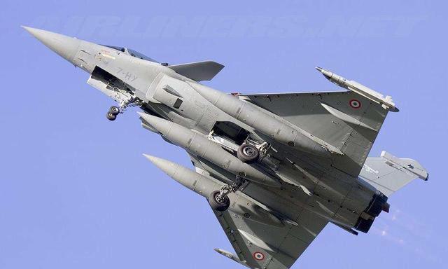 巴铁一次买50架新版枭龙,印度阵风不敌,或买F-21应急