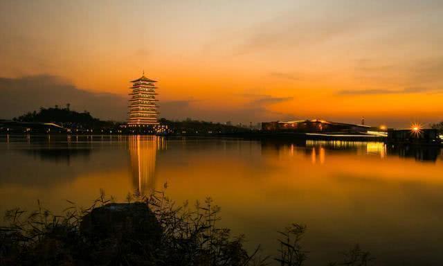 西安修建境内第一高楼,耗资400亿精心打造,如今被吐槽太丑了