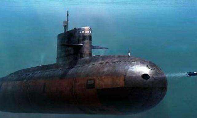 30多艘美军舰艇包围,潜艇被逼打出国旗上浮,舰长判处终身监禁