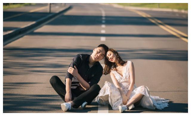 富二代前国手与娇妻庆结婚两周年 大钻戒亮眼