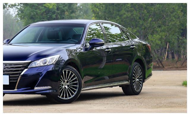 丰田最无奈的一次!长5米配顶级三大件,月销755辆,比停产更难受