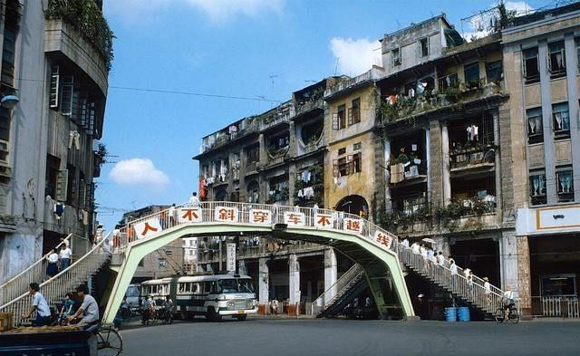 老照片:80年代的广州,改革开放的前沿城市,繁荣而时尚