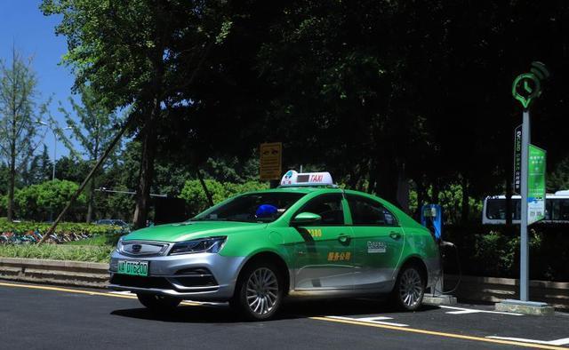"""又到出租汽车""""换新""""时北京西安成都""""的士""""升级换代观察"""