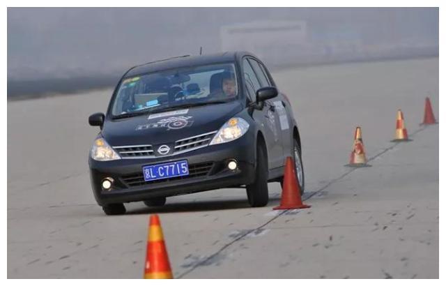 轮胎离地合辑 丰田RAV4被外媒差评