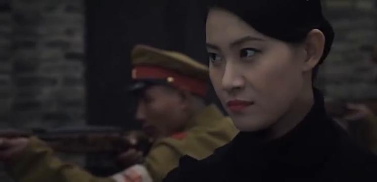 地下党同志被抓,同志们冒险绑架日本长官,要求交换人质