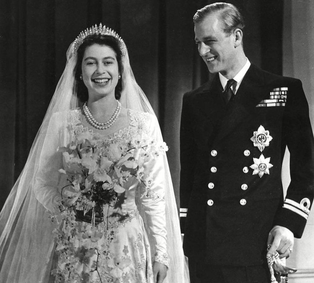 英国女王和丈夫结婚72周年,亲王年轻时候真帅