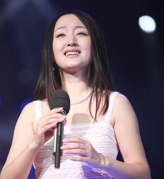 杨钰莹为博更多关注,也是拼了,网友:完全没眼看!