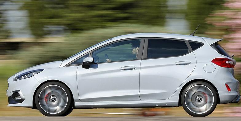 福特嘉年华ST配备了200马力的发动机,悬架调节装置,提高了动力