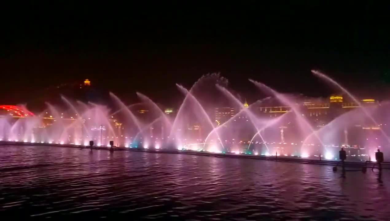 世界最大的音乐喷泉在柳州 ,南宁网友:把它搬过来南宁