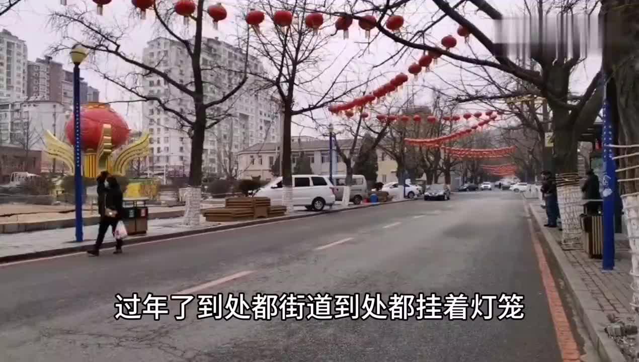 丹东锦江山公园门前的花坛很喜庆公园里是什么样呢